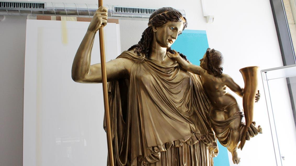 Gipsabguss der Friedensgöttin Eirene des Kephisodot (375 v. Chr.) im Archäologischen Museum. Foto: Karin Weglage