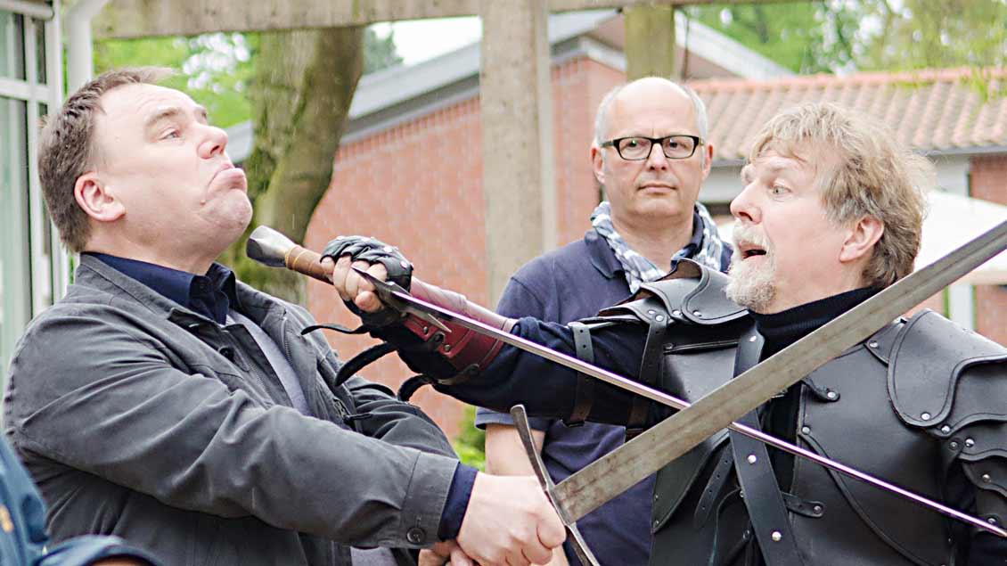 Akademiedirektor Heinrich Dickerhoff von der Akademie Stapelfeld (auf dem foto rechts)