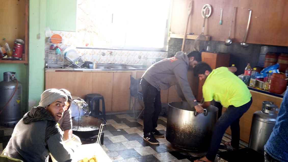 Kochen für Flüchtlinge auf Lesbos.