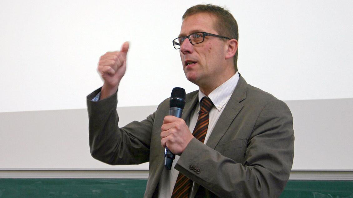 Thomas Schüller ist Professor für Kirchenrecht an der Katholisch-Theologischen Fakultät der Universität Münster.