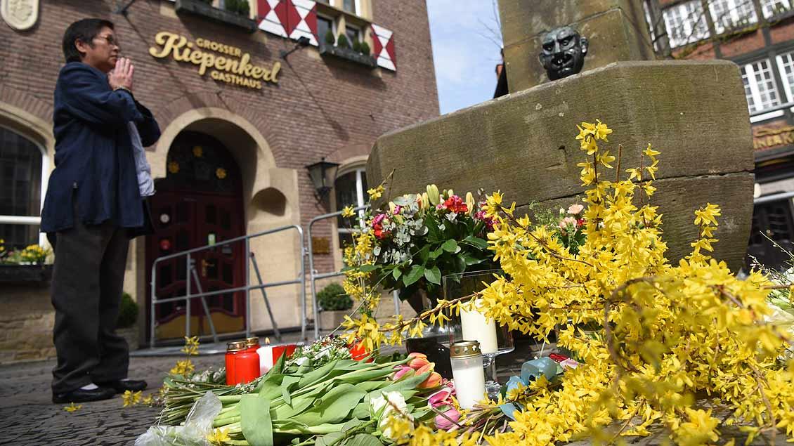 Stilles Gebet am Ort der Amokfahrt in Münster. | Foto: Michael Bönte