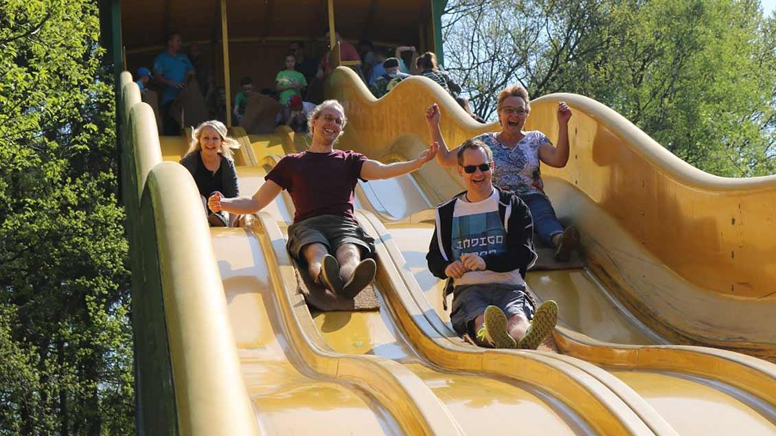 Der Caritasverband für die Dekanate Ahaus und Vreden hatte knapp 300 Menschen aus Flüchtlingsfamilien am Samstag zu einem Ausflug in einen Freizeitpark eingeladen.