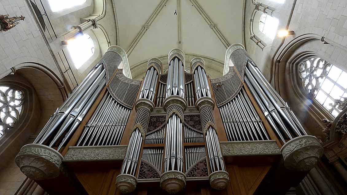 Zu ihrem 80. Geburtstag spielte eine Organistin in England 600 Lieder auf der Kirchenorgel ihres Städtchens. Unser Bild zeigt die Orgel im St. Paulus-Dom Münster.
