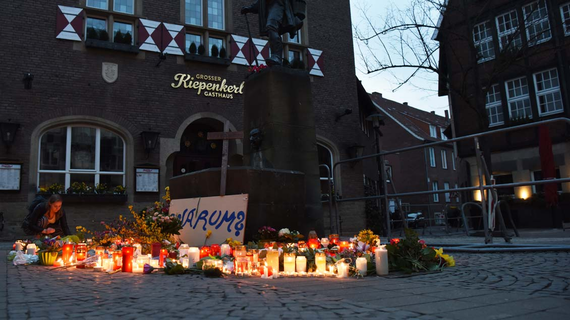 Der Ort der Amokfahrt am Tag danach. Inzwischen sind Blumen und Kerzen abgeräumt.