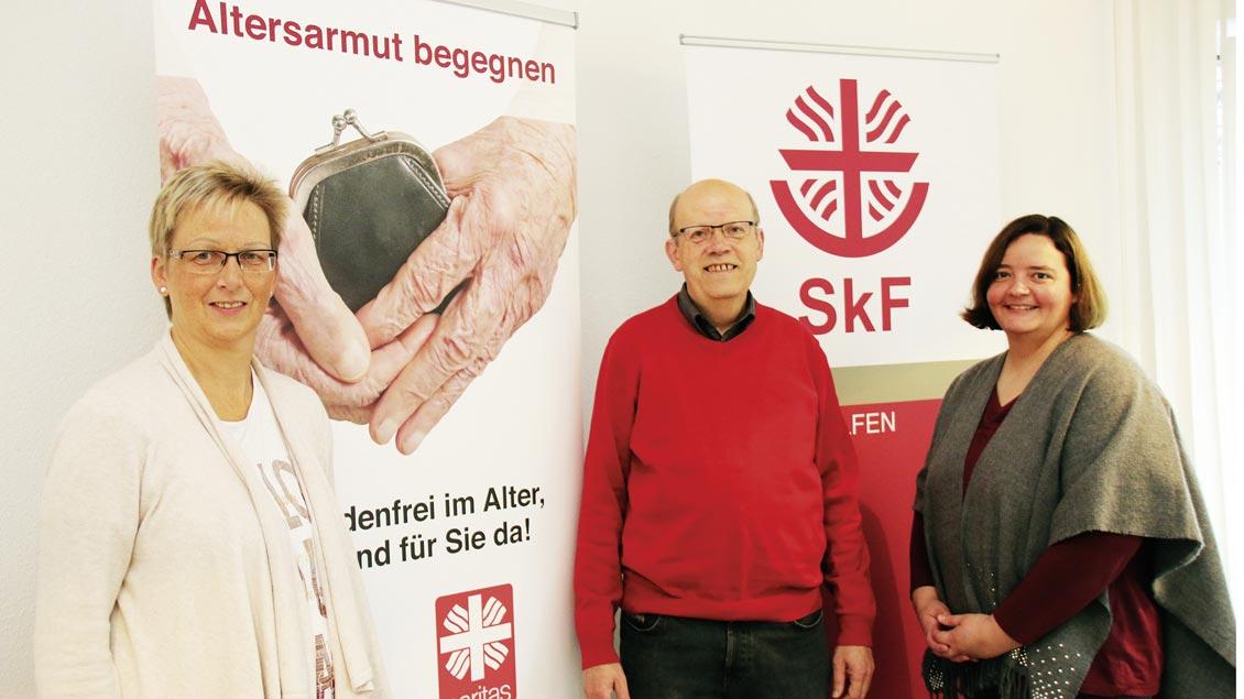 Anja Hölscher und Günter Verlage unterstützen Melanie Haslage (rechts) in der Beratung älterer Menschen in finanziellen Schwierigkeiten.