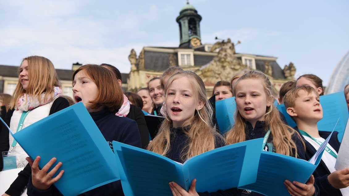 Viele Sängerinnen und Sänger aus Chören des Bistums Münster waren im Einsatz.   Foto: Michael Bönte.
