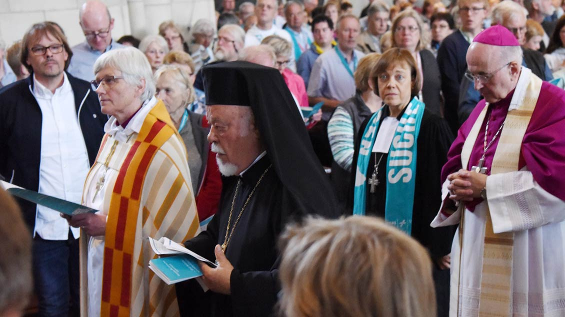 Von links: die schwedische Erzbischöfin Antje Jackelén, der griechisch-orthodoxe Metropolit Augoustinos Lambardakis, die evangelische Präses Annette Kurschus und Bischof Felix Genn. | Foto: Michael Bönte
