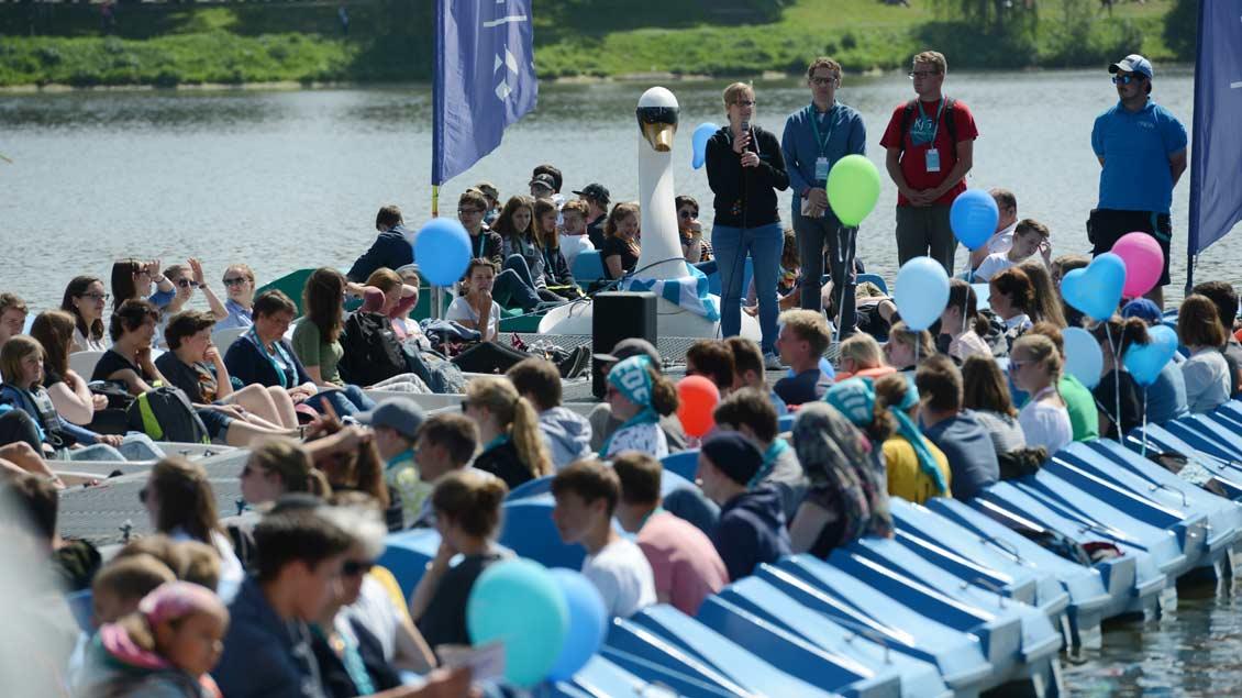 Neue Erfahrung: Tretboot-Gottesdienst auf dem Aasee beim Katholikentag 2018. | Foto: Michael Bönte