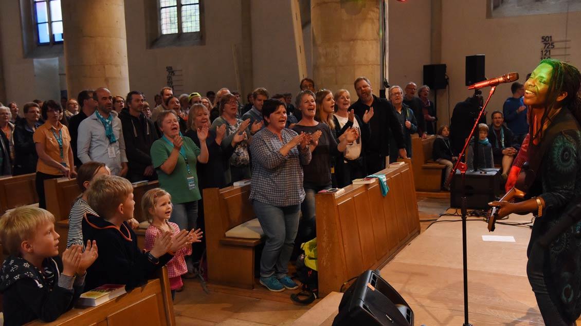 Afrorock in der evangelischen Apostelkirche. | Foto: Michael Bönte