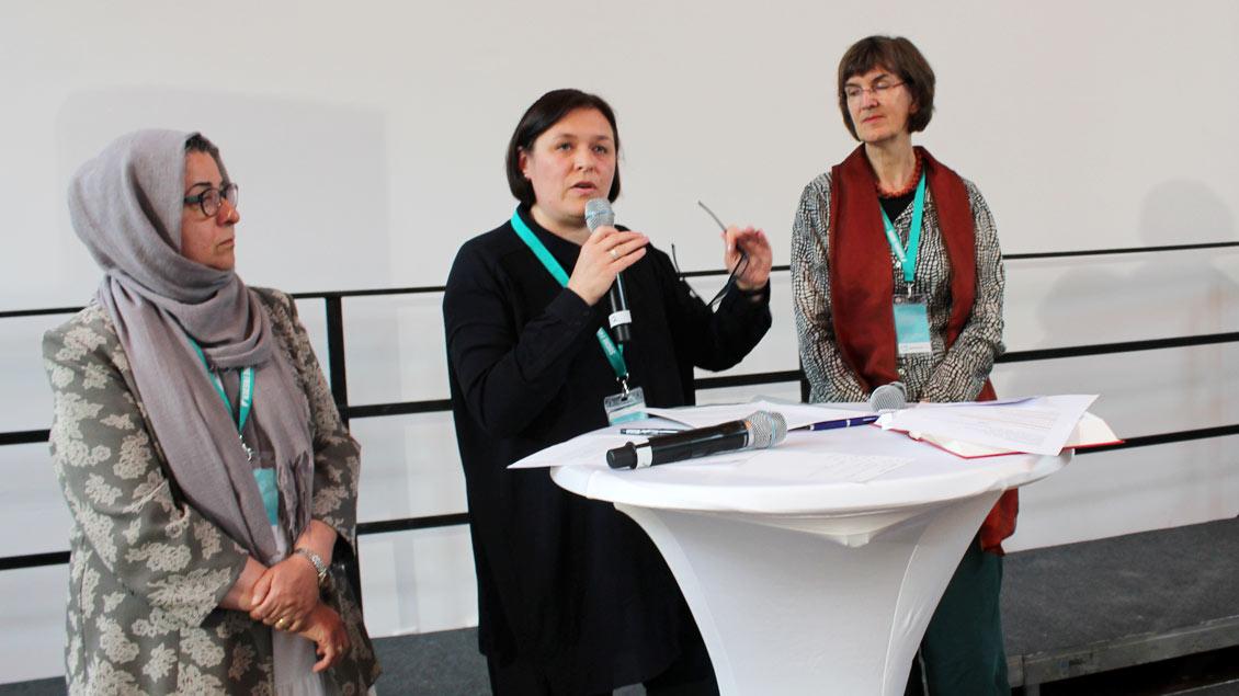 Bibelimpuls mit der islamischen Theologin Hamideh Mohagheghi (von links), der jüdischen Rabbinerin Natalia Verzhbovska und der katholischen Theologin Christine Funk.