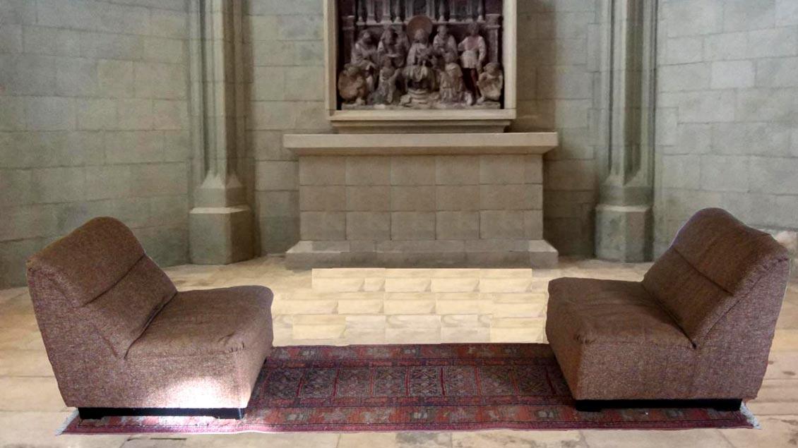 """""""Zusammensetzen. Auseinandersetzen"""" ist der Titel dieser Installation von Tonio Nitsche in der Kreuzkapelle des Münsteraner Doms, die zur Ausstellung """"Biete Frieden"""" zu sehen ist."""