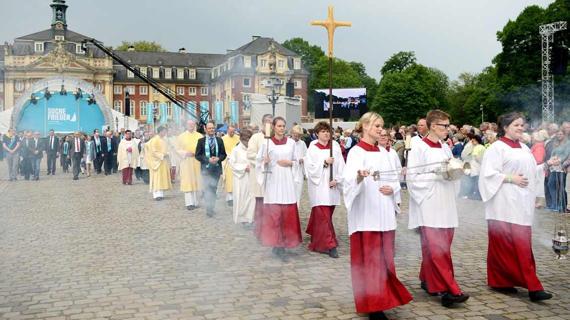 Mit einer feierlichen Messe zu Christi Himmelfahrt vor dem Münsteraner Schloss begann der zweite Tag des Katholikentags.