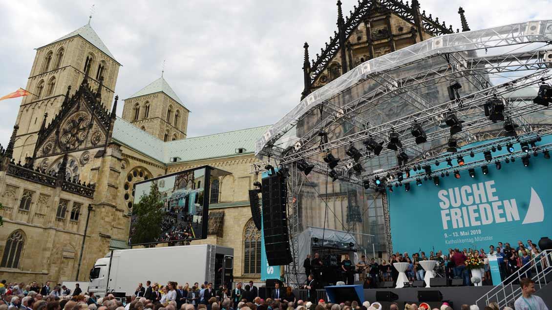 Rund 18.000 Christinnen und Christen waren bei der Auftakt-Veranstaltung auf dem Domplatz in Münster dabei.