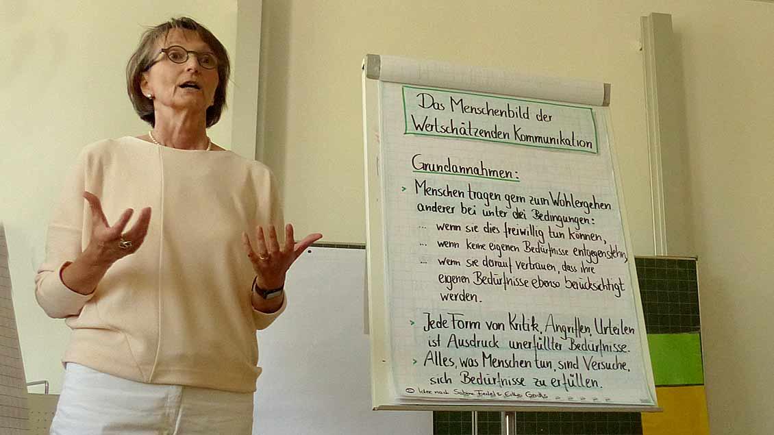 Dorothea Steinebach bei der Werkstatt über den richtigen Umgang mit Konflikten.