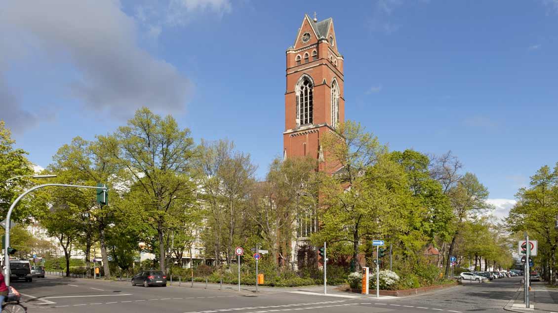 St. Matthias am Winterfeldtplatz trägt den Namen der ersten Pfarrkirche von 1868, ist aber ein größerer Neubau.