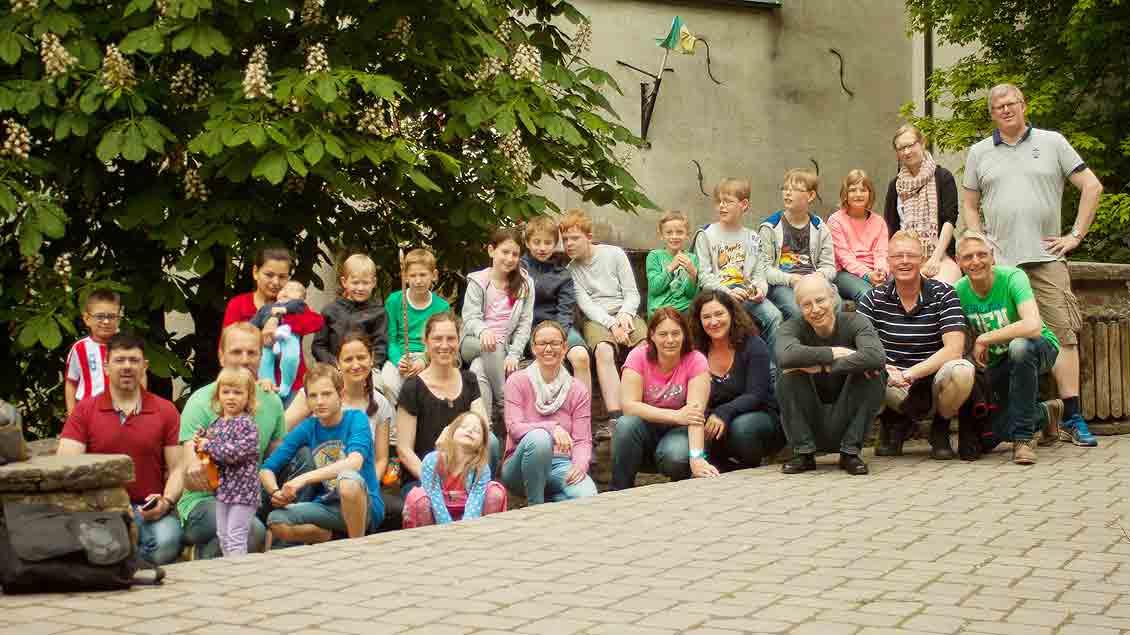 Bei einem Wochenend-Ausflug: Der Familienkreis 4 der Kolpingsfamilie Vechta Zentral. Viele neu zugezogene junge Familien finden Anschluss in solchen Angeboten eines kirchlichen Verbandes. Foto: privat