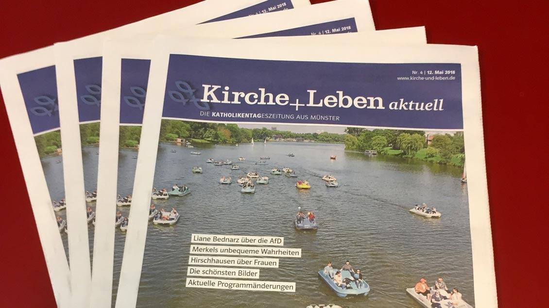 """Die Verteilzeitung """"Kirche+Leben aktuell""""."""