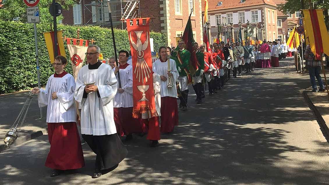 In Nordrhein-Westfalen wird Fronleichnam mit festlichen Prozessionen wie hier in Münster gefeiert. Vielleicht hat Niedersachsen stattdessen dank Kolping bald einen gesetzlichen Buß-und Bettag.