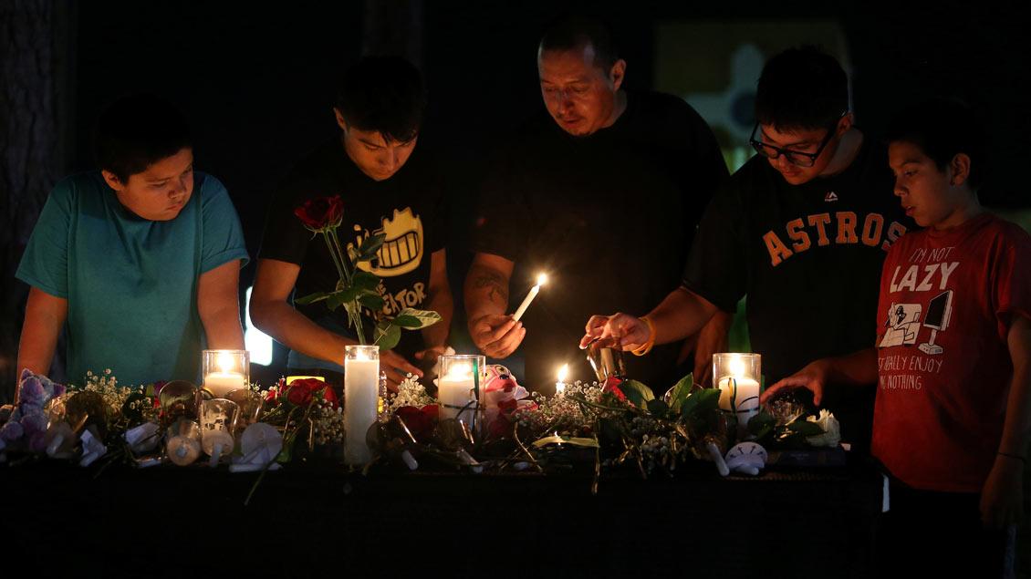 Vigil nach dem Amoklauf in Santa Fe Foto: Reuters