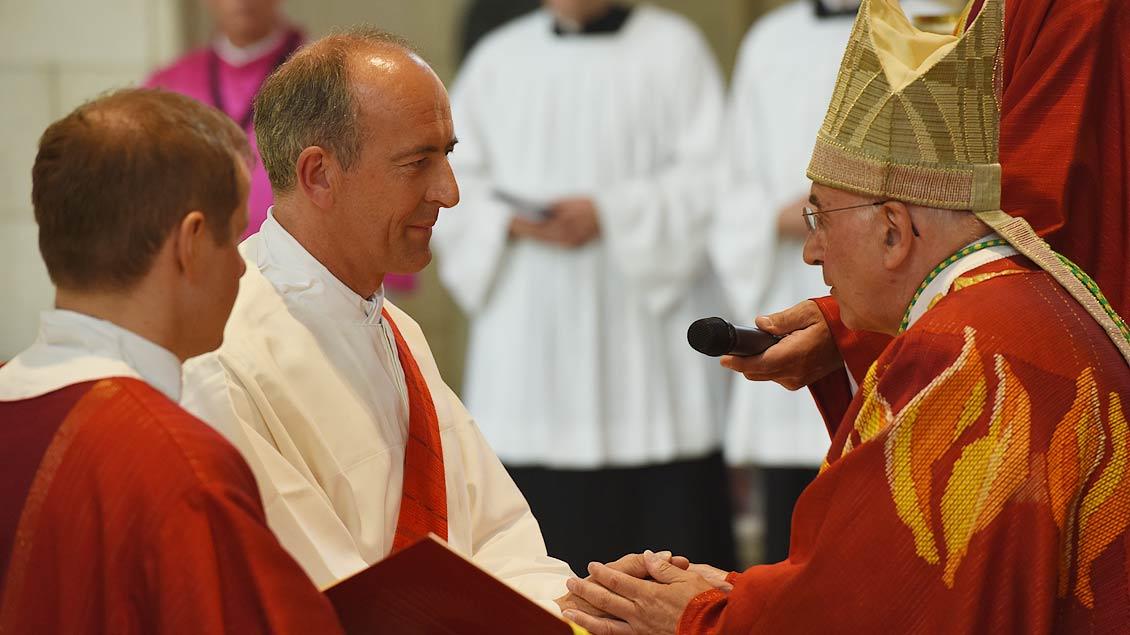 Die Kandidaten versprechen dem Bischof und seinen Nachfolgern Ehrfurcht und Gehorsam. | Foto: Michael Bönte