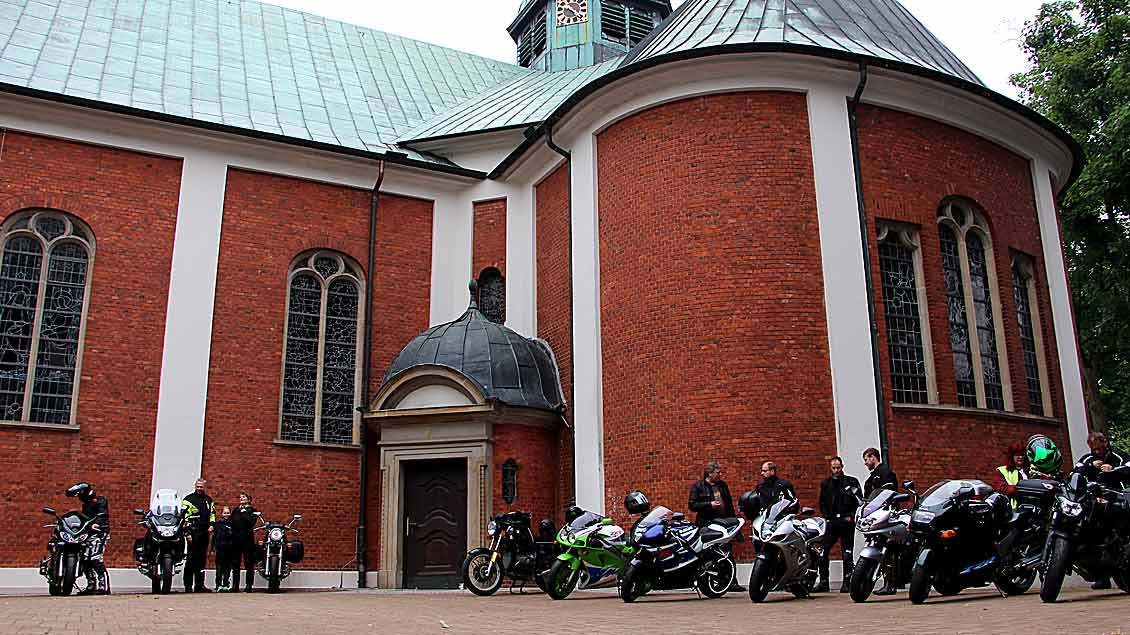 Auf dem Vorplatz vor der Basilika versammelten sich die Teilnehmer.