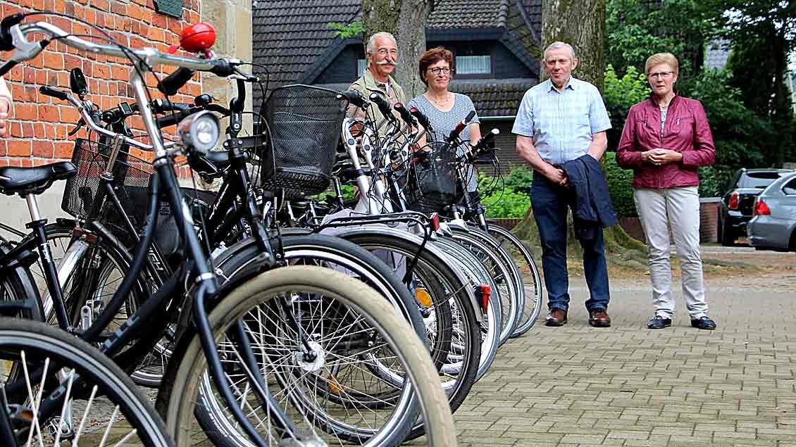 Fahrräder waren natürlich genauso willkommen wie  Fußgänger.