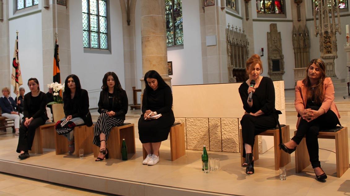 Jesidische Frauen sprachen in der St- Laurentius-Kirche in Senden über ihre Versklavung durch den so genannten Islamischen Staat und ihre Hoffnungen für die Zeit nach der Gefangenschaft.