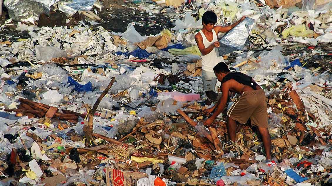 Zwei Verwandte Jesu auf den Philippinen leben auf einer Müllkippe.