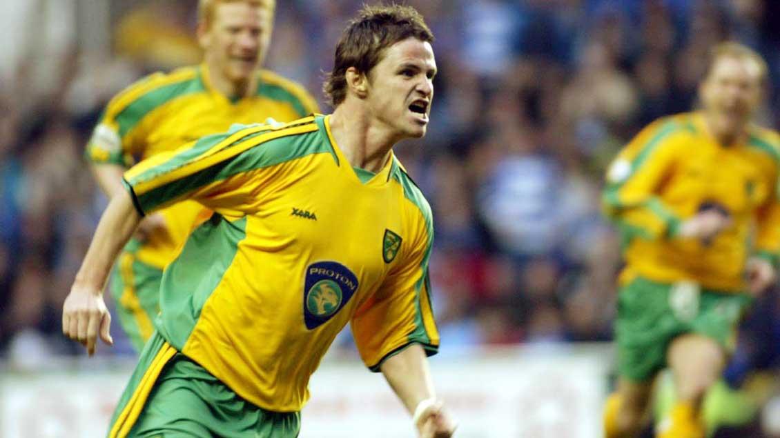 Philip Mulryne jubelt über sein Siegtor zum 1:0 im Spiel Norwich City gegen Reading am 12. April 2004.