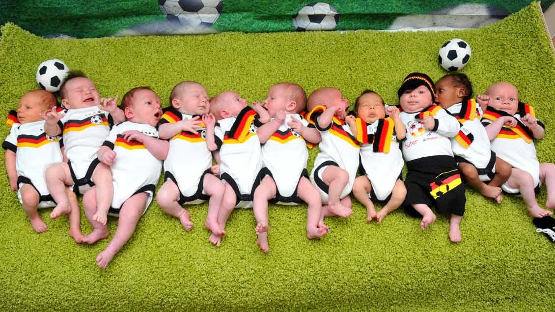 Deutschland vor, noch ein Tor: Die jüngsten Fans aus dem Malteser St. Anna Krankenhaus in Duisburg.