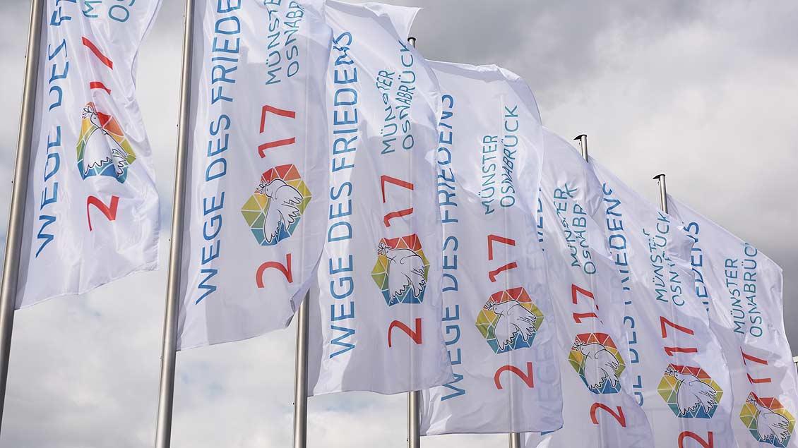 Fahnen von Sant´Egidio beim Weltfriedenstreffen in Münster