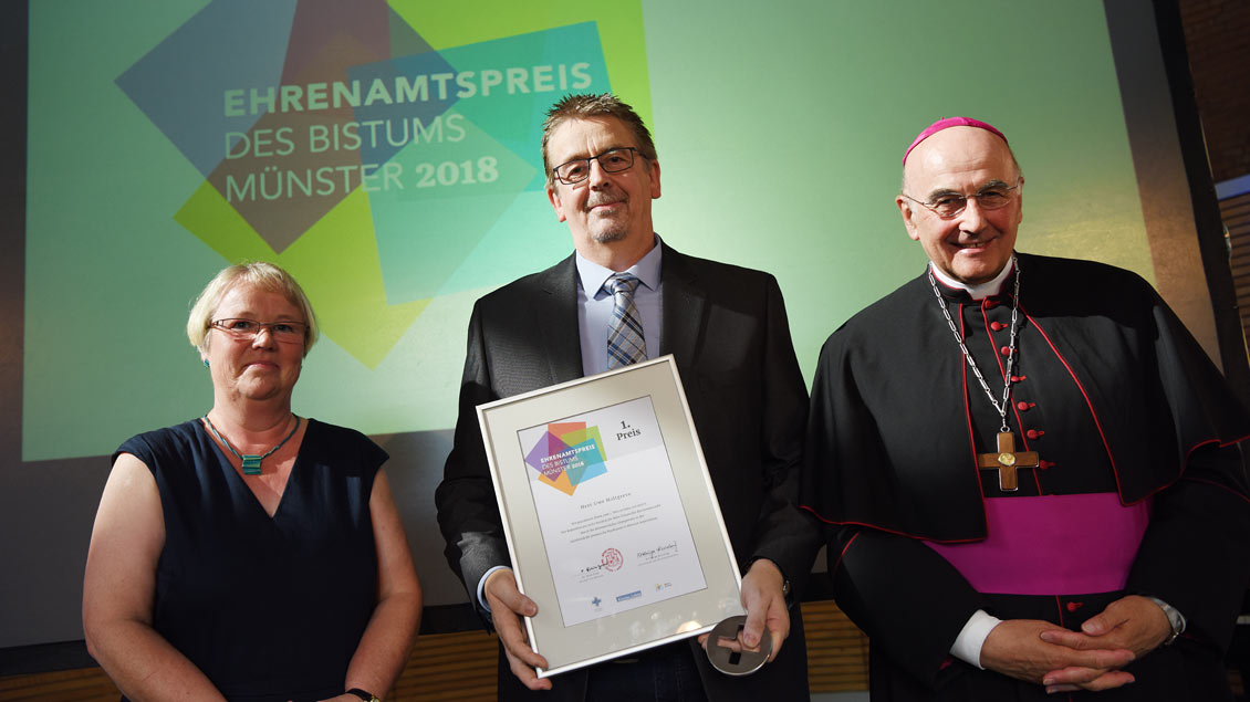 Den mit 5000 Euro dotierten ersten Preis erhielt Uwe Holtgreve, der in seiner Freizeit Insassen der forensischen Christophorus-Klinik in Münster-Amelsbüren besucht.