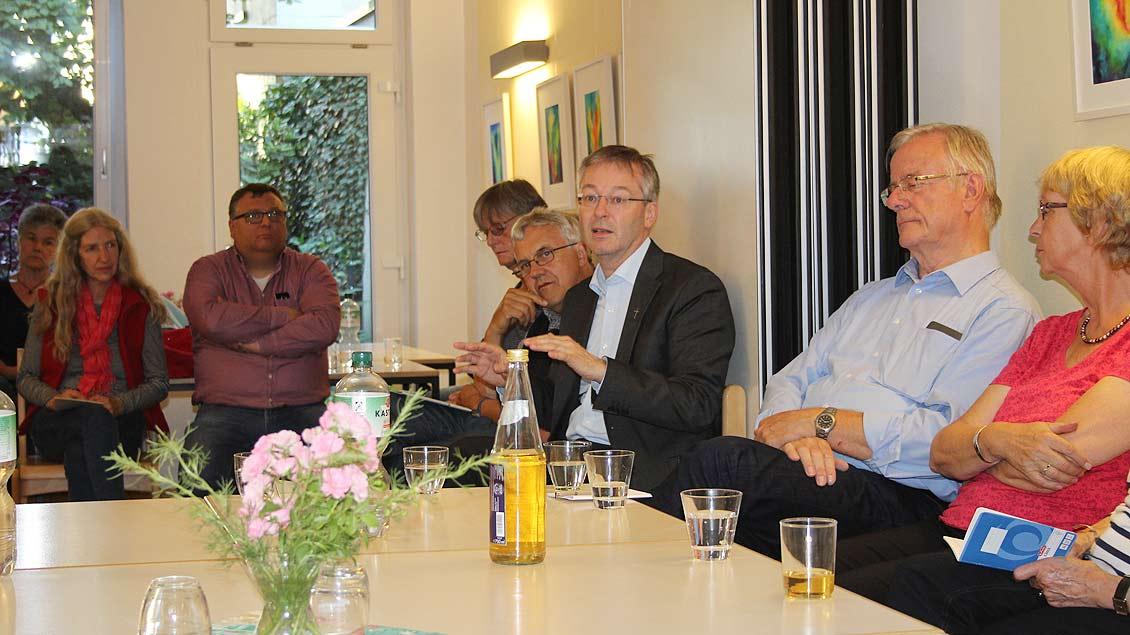 Generalvikar Norbert Köster (3.v.r.) diskutierte im Gasthaus-Forum in Recklinghausen über den Kulturwandel und die strukturellen Veränderungen im  Bistum Münster.