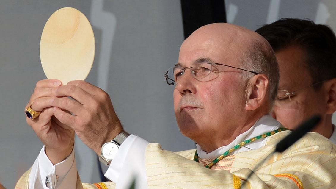 Bischof Felix Genn wird im Herbst zur Frage der Kommunion für nicht-katholische Ehepartner Stellung beziehen.