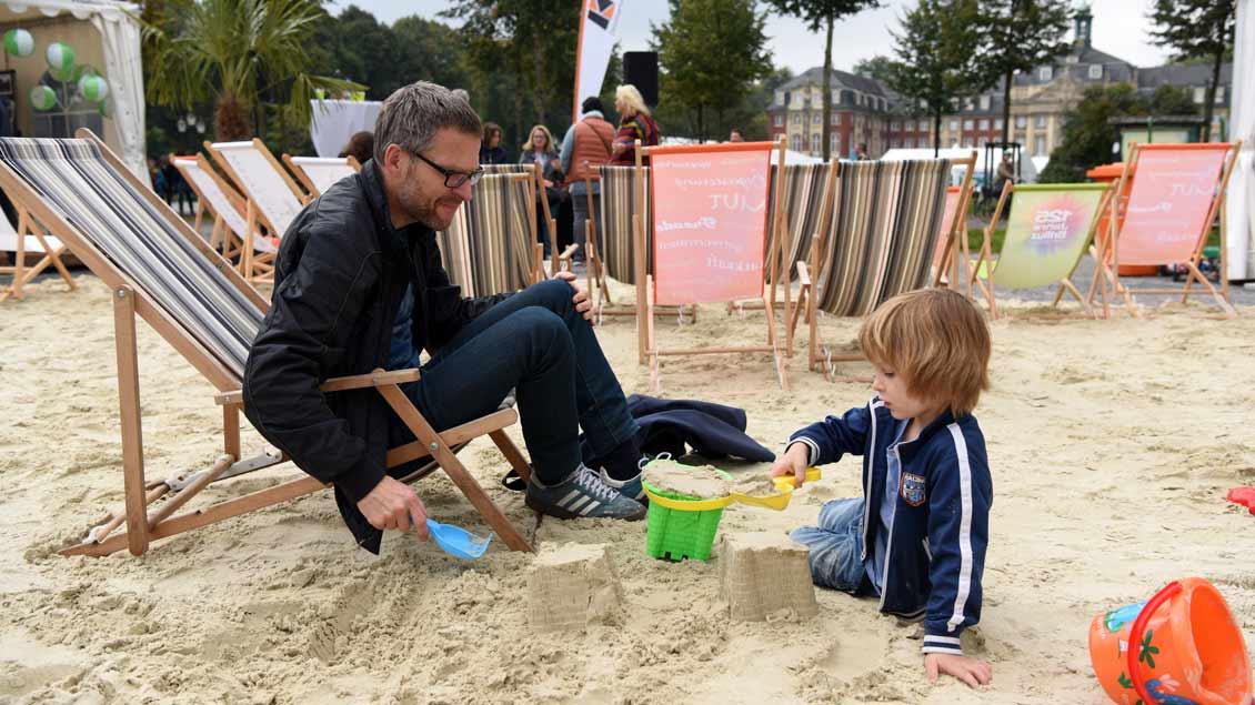 Wie unterstützt die Politik die verschiedenen Familienformen? Hier Vater und Sohn beim bistumsweiten Kolpingtag 2017 in Münster.