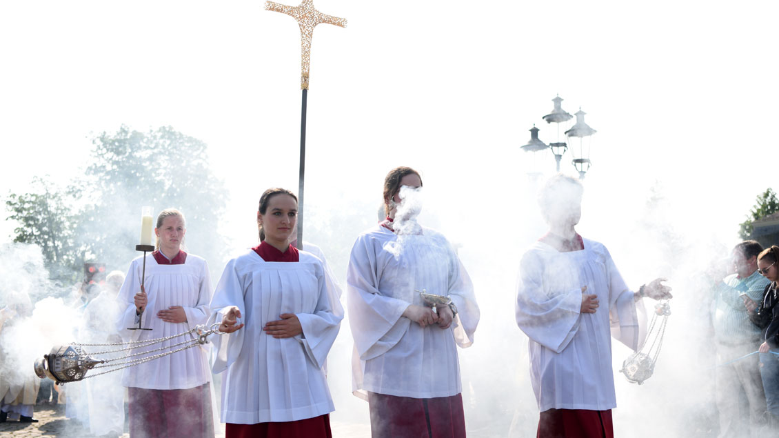 Messdiener beim Abschlussgottesdienst des Katholikentags 2018 in Münster.