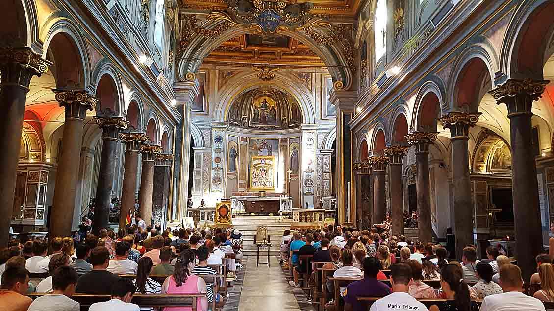 Mit einem Gottesdienst in der Kirche San Bartolomeo all´Isola am Sonntagabend eröffnete Weihbischof Christoph Hegge mit den Ministranten offiziell die Romwallfahrt.