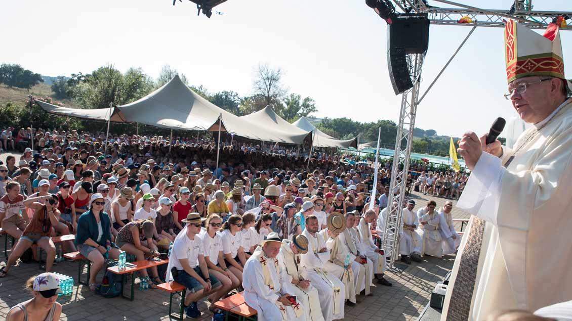Weihbischof Christoph Hegge feierte Gottesdienst mit den Messdienern. Foto: Johannes Hörnemann (BPV)