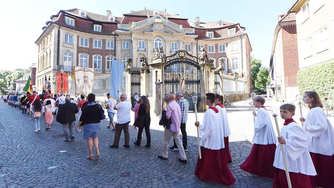 Genn predigt auf Großer Prozession
