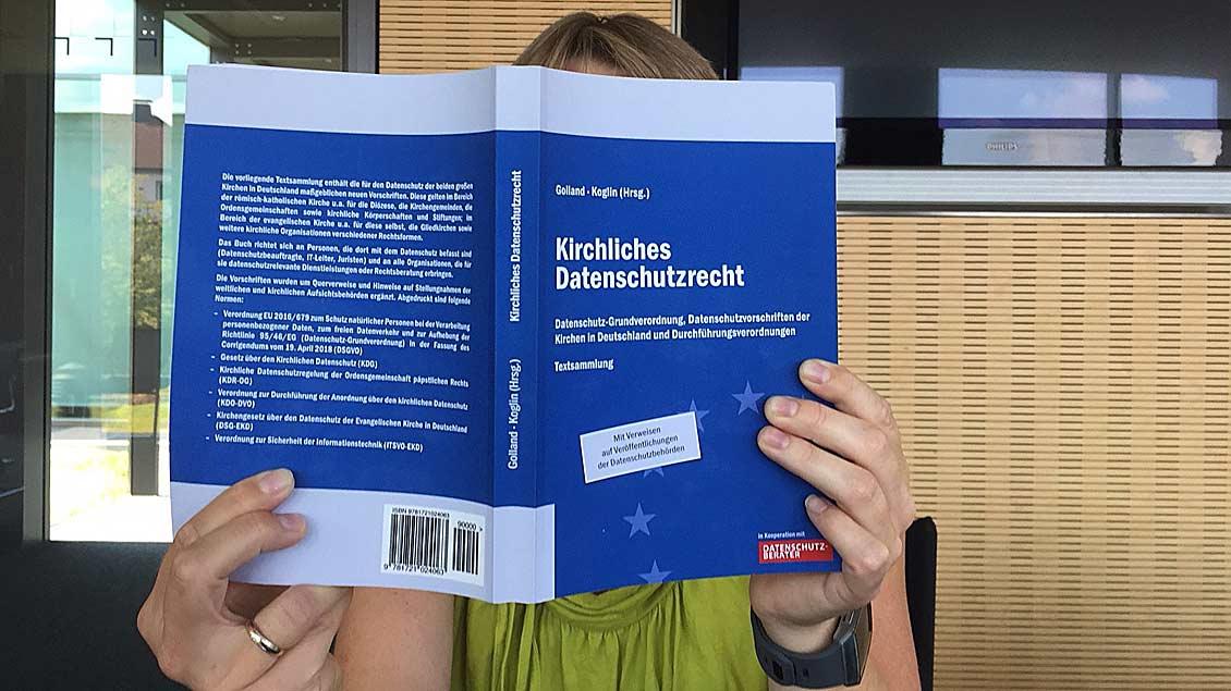 Sammlung zum kirchlichen Datenschutzrecht Foto: Christof Haverkamp