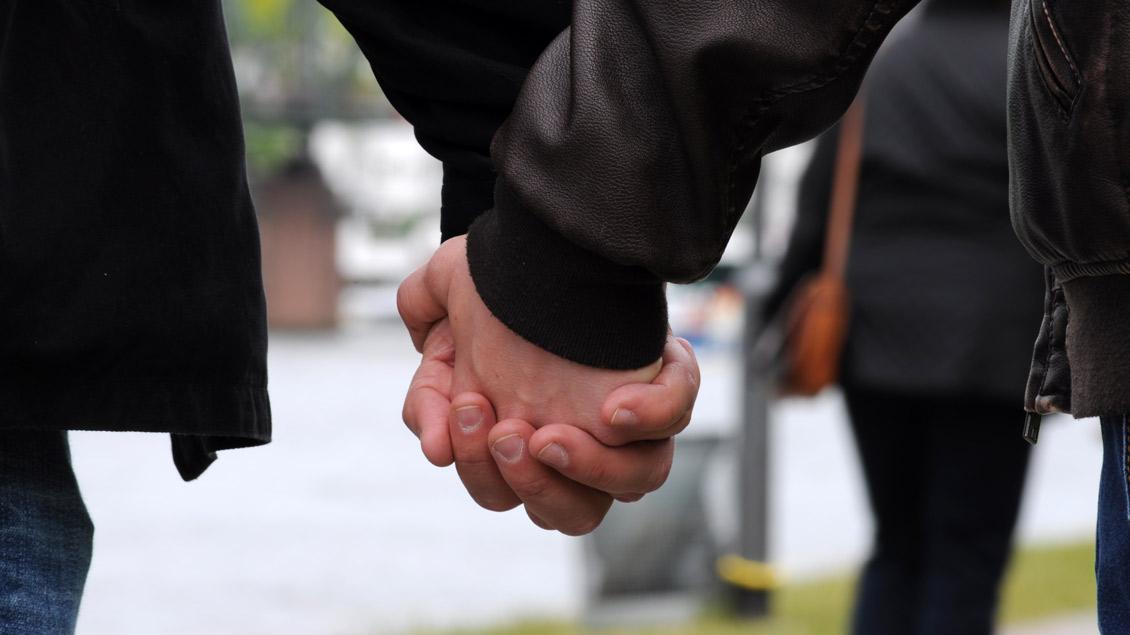 Homosexuelles Paar. Foto: Esther Stosch (pixelio.de)