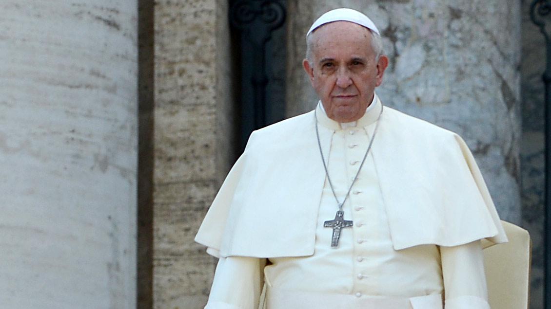Nach Attacken seiner Gegner rufen nun Bischöfe im Vatikan und in Europa zur Treue zu Papst Franziskus auf.