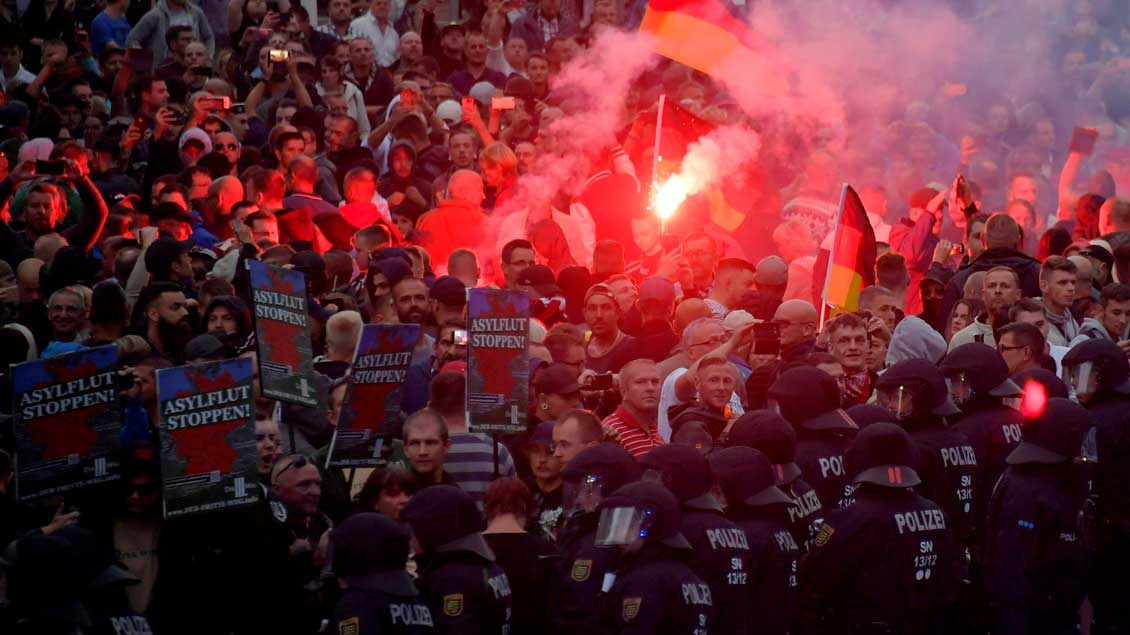 Rechter Protest in Chemnitz. Foto: Matthias Rietschel (Reuters)