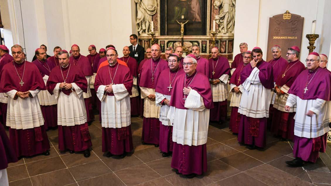 Bischöfe im Fuldaer Dom während der Herbstvollversammlung der Deutschen Bischofskonferenz. Foto: Harald Oppitz (KNA)