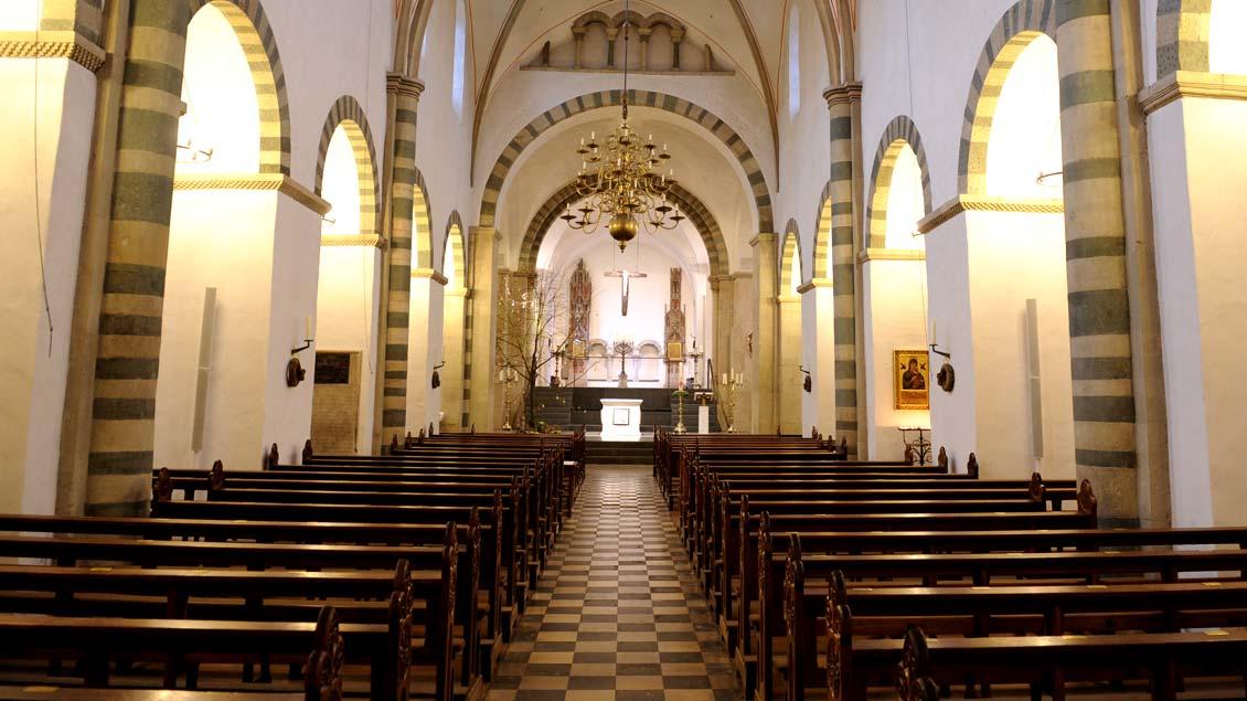 """Auch die romanische Stiftskirche St. Bonifatius in Warendorf-Freckenhorst (Foto) und das benachbarte Stiftsmuseum stehen im Programm des """"Tags des offenen Denkmals""""."""