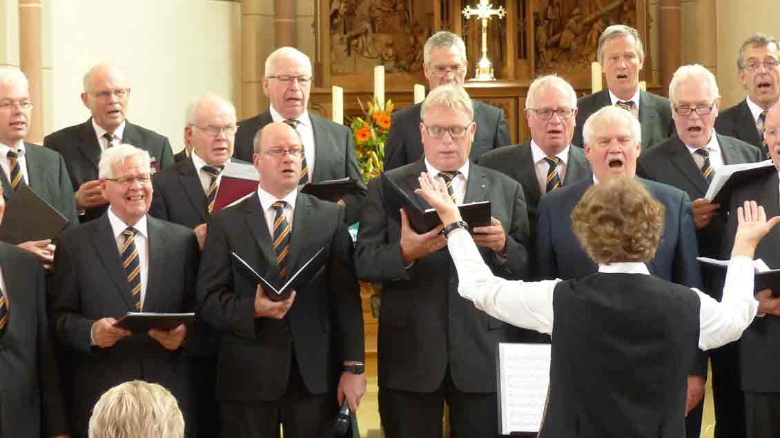 Der Rüschendorfer Kolping-Männerchor sang beim Kolpingtag in der Pfarrkirche.