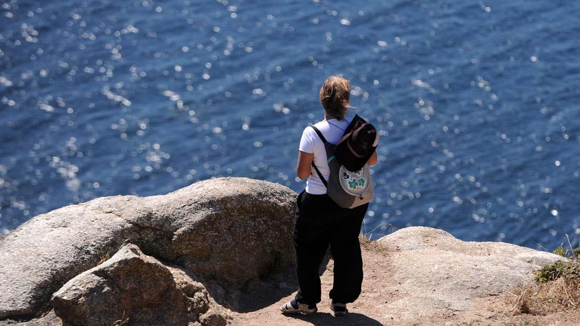 Vieles bedrückt uns und fällt uns schwer auf die Seele. Doch dürfen wir die Wellen der Betroffenheit nicht über uns zusammenschlagen lassen. Foto: Michael Bönte