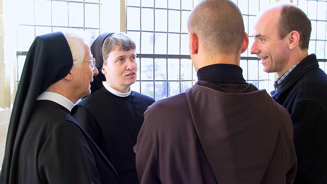 Ordenschristen im Gespräch.