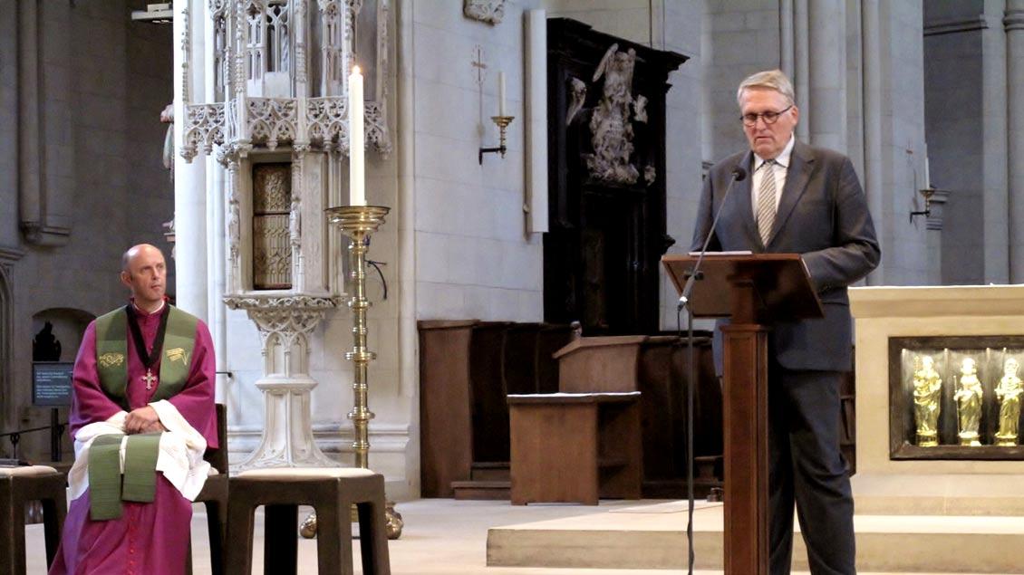 """ZdK-Präsident Thomas Sternberg sprach in der Reihe """"Domgedanken"""" in der Kathedrale von Münster. Links Dompropst Kurt Schulte."""