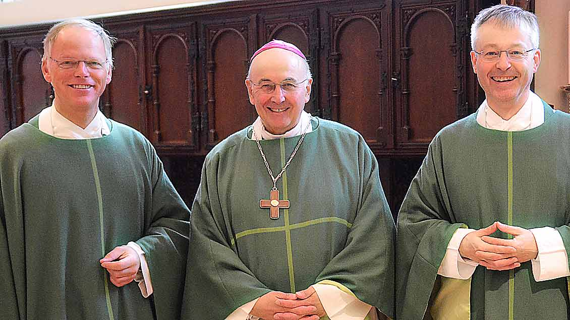 Der neue Generalvikar Klaus Winterkamp mit Bischof Felix Genn und seinem Vorgänger Norbert Köster (von links).